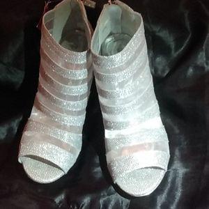 High heel shoes nwt
